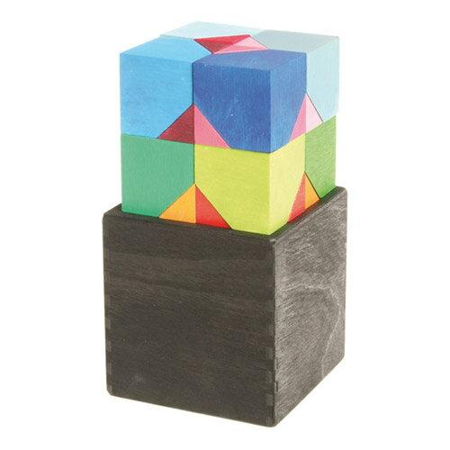 Grimm's Spiel & Holz Design グリムス社 GMキューブ ヘキサゴン 六角体ボックス 16P〜ドイツ・グリムス社の美しい色彩の六辺形のキューブパズル16ピースです。立体的な造形遊びが創造的に楽しめます。
