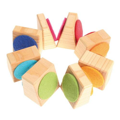 Grimm's Spiel & Holz Design グリムス社 ブロックタワー 8P〜ドイツ・グリムス社のナチュラルな木製スタッキングトイです。カラフルなフェルトが付いた木製パーツを積み重ねて遊びます。