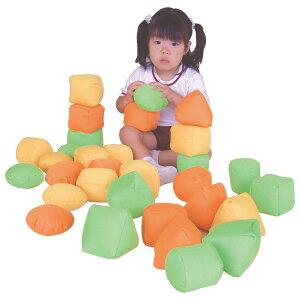 一歩社 はじめしゃ ベビ〜ズブロック〜一歩社(はじめしゃ)の柔らかくて安全性の高い素材で作られたブロック。中に発泡スチロールが入った柔らかい布製ブロックです。