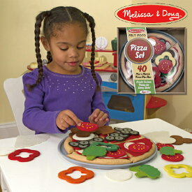 Melissa & Doug メリッサ&ダグ フェルトピザセット おままごと 3歳、4歳の男の子、女の子のお誕生日プレゼントやクリスマスプレゼントにおすすめ。アメリカの大手玩具メーカーMelissa & Doug(メリッサ&ダグ)の木製のおままごと用玩具(おもちゃ)です。
