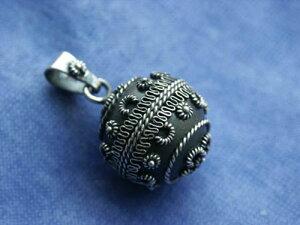 オルゴールボール(メキシカンボーラ)ペンダント ケルトボール 20mm〜神秘的な音色を奏でるメキシコ製のオルゴールボール(メキシカンボーラ)のケルトデザインのペンダントのトップです。オ