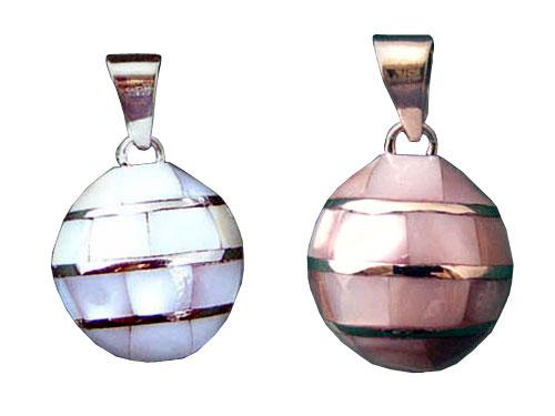 オルゴールボール(メキシカンボーラ)ペンダント 貝殻 ピンク 20mm〜神秘的な音色を奏でるメキシコ製のオルゴールボール(メキシカンボーラ)のアバロンシェル(アワビ貝)で全体を覆った高級感のあるデザインのペンダントのトップです。