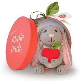 Apple Park アップルパーク プラッシュトイ うさぎ〜オーガニックコットンを使用したウサギさんのぬいぐるみです。Apple Parkの赤ちゃんの布のおもちゃは自然素材を使用しているので環境にやさしいエコ・フレンドリーなものばかり♪