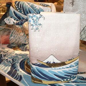 チーフ浮世絵浪裏に富士(ベージュ)綿シャンタンふろしき(48cm)でブックカバーにしたイメージ