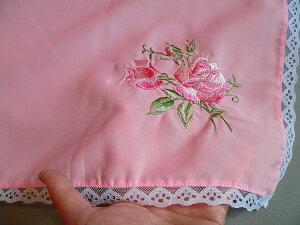 バラ刺繍入り無地ふろしき(ピンク)(75cm)商品拡大画像