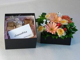 『お花のアレンジとクッキーのギフトBOX』【札幌市内『宅配便[特定送料]』は送料無料】【札幌以外は『宅配便[特定送料](日本郵便)』で別途送料有】