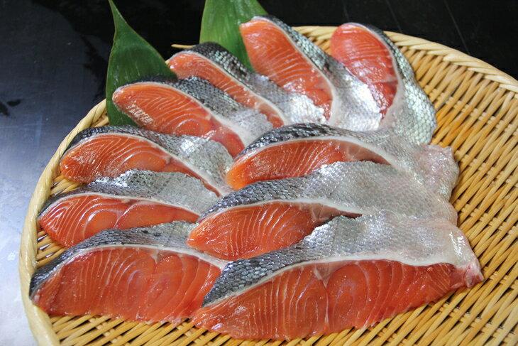 【ふるさと納税】オホーツク産 新巻鮭切身 約1kg(約100g2切入れ×5パック)
