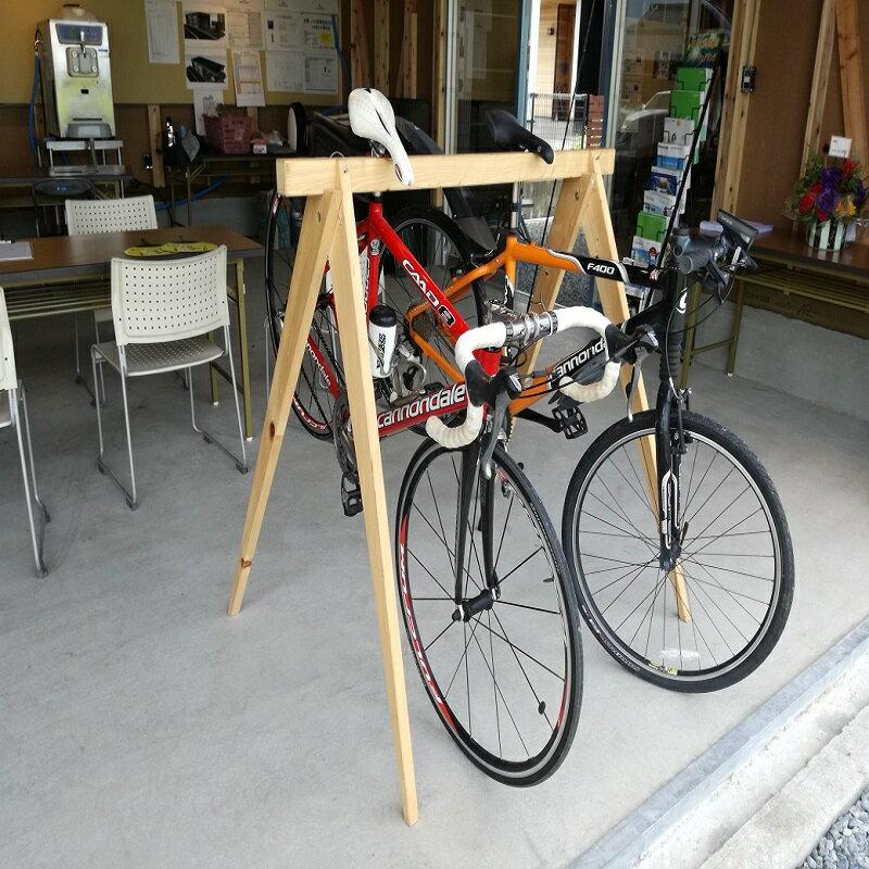 【ふるさと納税】国産桧の自転車ラック宿輪木とヘルメットスタンド sz-02