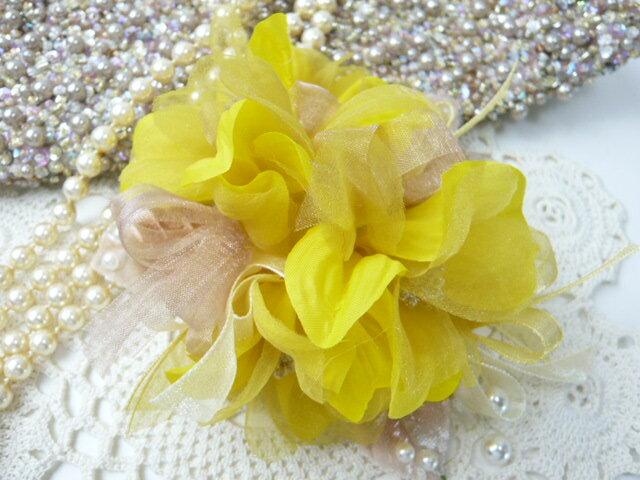 コサージュ&ヘアクリップ2WAY 3色のグラデーションリボン イエローからしの濃い色 造花・フォーマル