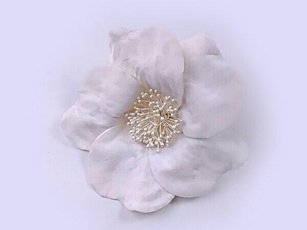 コサージュ ビロードの白い大輪カメリアR 造花