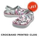 ◇【クロックス crocs 】crocband printed clog/クロックバンド プリンテッド クロッグ/メンズ レディース/ライトグレーxバーガンディ