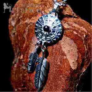 インディアンジュエリー 天然石 オニキス フェザー 羽 ラウンドプレート 裏面銀古美仕上げ メンズ レディース シルバー925 ペンダント ネックレス