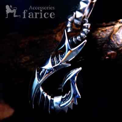 メカニカルフィッシュフック(釣り針) アームドデザイン スクエアスタッド(鋲)彫りバチカン装飾 メンズ シルバー925 ペンダント ネックレス