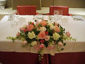 ピンク、白などメインテーブル装花(Mサイズ)