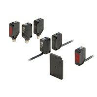 在庫品 オムロン E3Z-T61-D 2M アンプ内蔵形光電センサ 受光器 透過形 検出距離15m NPN出力 コード引き出しタイプ(2m)