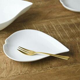 さくらひとひら 18x13.5cm 小皿 [日本製/美濃焼/洋食器] 生活雑貨 キッチン 食器 小皿 日本 さくら 小 皿 器 美濃焼 白磁 ピンク 東海焼 TOKAI-YAKI 東海焼き 現代風アレンジ お皿