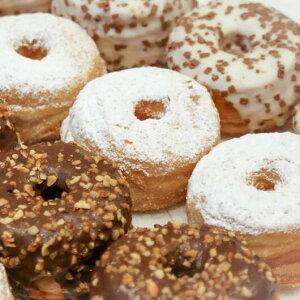 costco コストコ  バラエティーミニクロドット ドッツ ドーナツ ドーナッツ Donuts シュガー 8個 チョコ 4個 ホワイト 4個 計16個 しっとり系クロワッサン アレンジ自在 冷凍 通販 オンライン