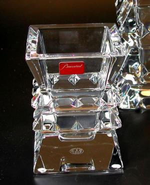 バカラ グラス 名入れ バカラ 花瓶 コロンビーヌベース9cm 2-100-928【結婚祝】【出産祝】【退職祝】【引越祝】【還暦祝】【記念品】