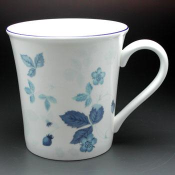 ウェッジウッドマグカップ【ウエッジウッド】ストロベリーブルーマグ【結婚祝】【出産祝】【退職祝】【引越祝】【還暦祝】【記念品】