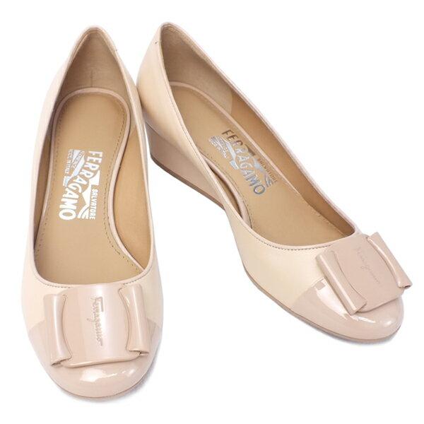 サルヴァトーレ フェラガモ Salvatore Ferragamo 靴 レディース ロゴプレート付き ウェッジソール パンプス ベージュ (PETRA 0573953 BE)