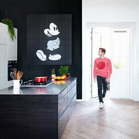 Mickey Mouse Black & White /Disney 壁を傷つけない 簡単取付 賃貸物件の模様替えにも ヨーロッパで大人気な 名画が楽しめます。
