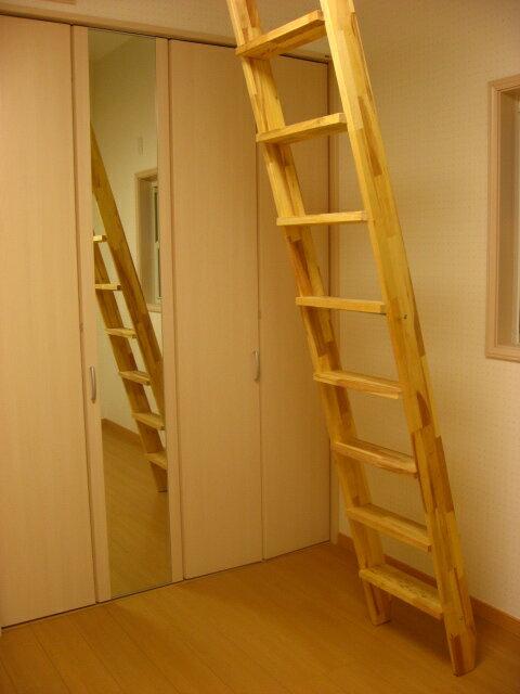 木製階段インテリア用 ロフト階段 ロフトはしご 金物セット (fus-016)お洒落なロフト階段。好きなカラーで仕上げて下さい。そのままでも使用可能ですので木の天然色の変化をお楽しみ頂けます。無塗装パイン集成材。