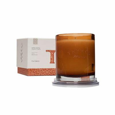 ■最大2000円OFFクーポン配布中■ タイムズ アロマティック キャンドル 284g ロータスサンタル 【THYMES】 Aromatic Candle 10oz Lotus Santal [在庫一掃セール対象商品]