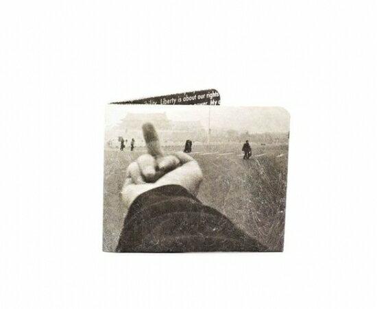 Paperwallet (ペーパーウォレット) Tyvek (タイベック) 製 財布 アーティストコラボ Series_037 【AI WEIWEI FINGER】