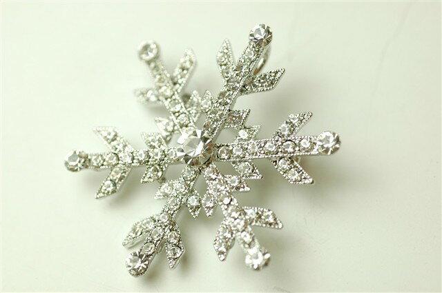 ブローチ 結婚式 スワロフスキー アクセサリー 雪の結晶 43mm×40mm 【メール便送料無料】