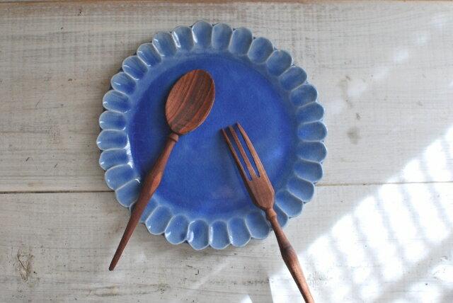 手作り食器 輪花皿 21cm ブルー 花型プレート 美濃焼 【今月のsale 人気食器 お花皿 美濃焼 インスタグラム】