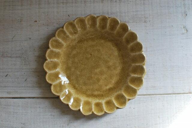 手作り食器 輪花皿 13.5cm カーキ  花型プレート 美濃焼 【人気食器 お花皿 美濃焼 インスタグラム】
