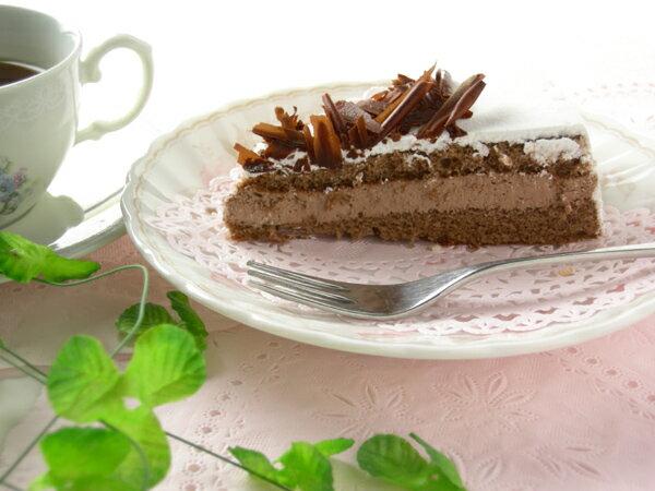 『チョコレートババロアケーキ(7号 21cm)』甘さの中にも上品な大人の味と口の中にとろけるチョコの味を楽しめます!