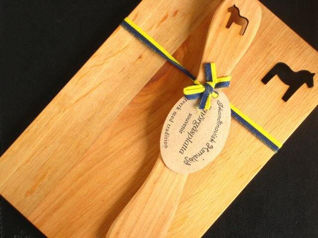 スカンジナビスク ヘムスロイド (Skandinavisk Hemslojd)/ウッドボード&ナイフ セット (Wood Board & Knif Set)/『ダーラヘスト』木製プレート 北欧雑貨|キッチン雑貨|北欧|プレゼント|ギフト|お返し|引っ越し祝い