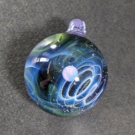 宇宙ガラス ネックレス ペンダントトップ コスモワールド ホワイトオパール 革紐 ポーチ付き ガラス玉 プレゼント ガラス細工 アクセサリー とんぼ玉 銀河 惑星 星