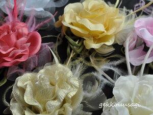 【ドレス/ワンピース/スーツ/同時購入の場合半額】羽つき大きめ華やか薔薇コサージュ 白・黒・赤・ピンクなど色とりどりの10色 結婚式 二次会 卒業式 入学式 フォーマル ウェディング ブラ