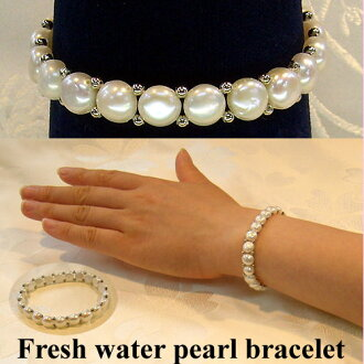 White freshwater pearl bracelet ( one-size-fits-all rubber type )