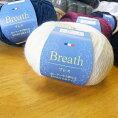 ブレス・10玉入/ふんわり柔らかいスヌードを編んでください♪乾式アクリルを使用した毛混並太がふんわりな肌触り♪初心者にも使いやすい毛糸です