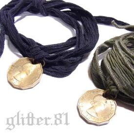 【あす楽対応】【送料無料】【数量限定品】ブリティッシュアンティークコイン×シルクリボン(カーキorブラック)オールドコイン男女兼用チャームブレスレット【3ペンス硬貨(黄銅貨)/1967年/エリザベス2世】British UK Old Coin Silk Ribbon Bracelet
