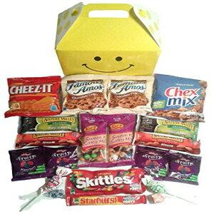 Smile Snacks Care Packageは、大学生、軍人、同僚に最適なギフトで、おいしいスナックと甘いお菓子を詰めた楽しいギフトボックスを備えています snackhappy Smile Snacks Care Package features fun Gift Box stuffe
