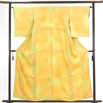 It is 29cm in width length of a kimono sleeve 52cm after recycling kimono fine pattern / pure silk fabrics yellow shading off lined kimono one fine pattern kimono / Lady's dress length 159cm 裄 64cm width of body section front 24cm belonging to
