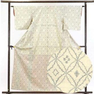 It is 28cm in width length of a kimono sleeve 47cm after silk 100% yellow 裄 medium size dress length 160cm 裄 63cm width of body section front 22.5cm for recycling kimono pongee / pure silk fabrics thin yellow ground Shippo pattern lined kimono pongee kim