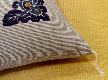 中わたには、木綿わたを使用しています。ヘタリにくく、かさ高も十分あります。また、ポリエステルや、ウレタンのようにふわふわせず、落ち着いた感じの座り心地です。夏のご仏前座布団。お盆の法要にも安心してご使用いただけます。