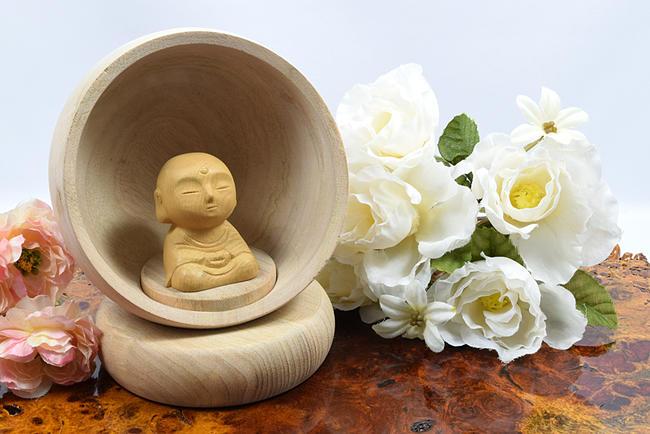 【お仏像】Hokkori- ほっこり -《縁- えにし -》※仏様は白檀製※※本体部分は楠(くす)製※かわいい仏様 お地蔵様像 地蔵菩薩 木製品 木製置物 縁起物 お守り 手元供養像 木彫り像 縁起物