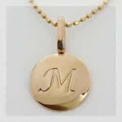 K10製イニシャルペンダントトップダイヤモンドプチネックレスとの重ね着けにもおすすめのイニシャルネックレスです。【smtb-m】