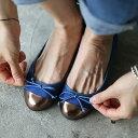 フラットシューズ パンプス リボン キャップトゥ メタル レディース ぺたんこ ペタンコ 靴 婦人靴 黒 ブラック グレー