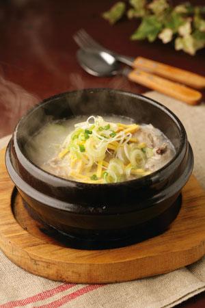 「自家製サムゲタン!(参鶏湯)濃厚なのにとてもさっぱりしてるスープがたまりません!自家製サムゲタン(半身/1〜2人前/1kg)」