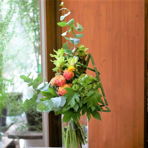 花束 フラワー 花 かわいい 誕生日 お祝 開店祝い プレゼント バラ クルクマ ユーカリ 夏 ブーケ 送料無料