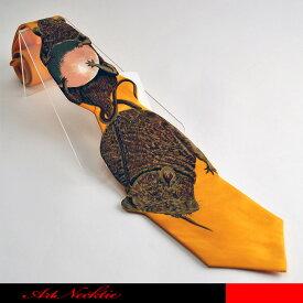 卵を抱きかかえたネズミと尻尾をつかんだ大ネズミがデザインされたネクタイです。☆立体裁断ネクタイ/面白いネクタイ/鳥の巣/卵/