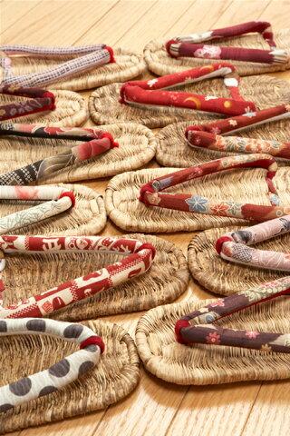 健康マッサージ効果も…ひらいやオリジナル竹皮ぞうり