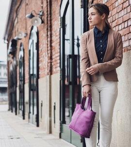 通学からビジネススタイル、デイリー使いなど多用途で使えるので季節問わず、オンにもオフにも活躍してくれるバッグです。